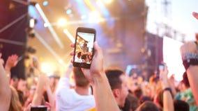 Smart ringer musikkonsert stock video