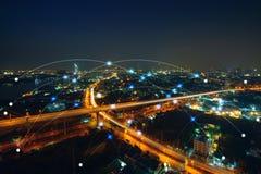 Smart stads- och kommunikationsnätverksbegrepp Internet av tinget royaltyfria foton