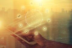 Smart telefon för affärsmaninnehav med trådlös kommunikationsnetw royaltyfri illustrationer