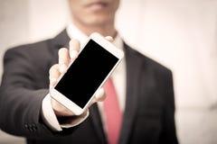 Smart telefon för affärsmaninnehav, mobiltelefon, telefon Arkivbild