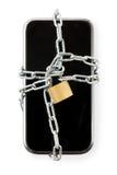 Smart telefon i kedja med låset Isolerat på vit med urklippet fotografering för bildbyråer