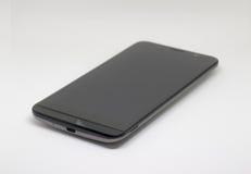 Smart telefon med den tomma skärmen på svart Arkivfoton
