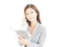 Smart telefon med kvinnan Royaltyfri Bild