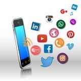 Smart telefon och sociala massmediaapps Arkivfoto