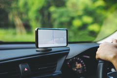 Smart telefon på Gps för hållare för telefon för magnetbilmontering Royaltyfri Fotografi