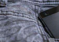 Smart telefon, smart telefonkamera på jeanstextur Royaltyfria Foton