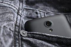 Smart telefon, smart telefonkamera på jeanstextur Arkivbild