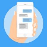 Smart telefon som pratar smsmallbubblor Förlägga din egen text till meddelandemolnen Komponera dialoger genom att använda prövkop vektor illustrationer