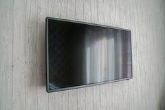 Smart TV på husväggen i sovrum royaltyfria foton