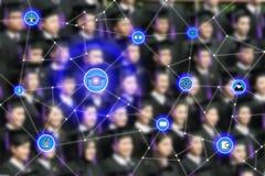Smart utbildning och utbildningssymbolen knyter kontakt conection med gradua Arkivfoto
