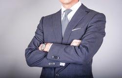 Smart vestiu o homem no terno Fotografia de Stock