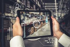 Free Smart Warehouse Management System Using Augmented Reality Technology Royalty Free Stock Photo - 214700805