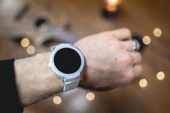 Smart Watch branco com decoração imagem de stock
