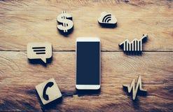 Smarta telefon- och affärssymbolssymboler - online-affärsidéer Arkivfoto
