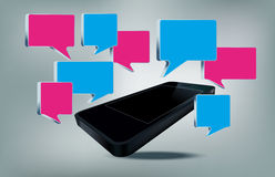 Smarth ringer med text bubblar Royaltyfri Foto