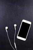 Smartphon пустого экрана с наушником Стоковые Фото