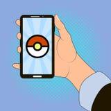 Smartphone à disposition avec l'image du jeu Images stock
