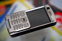 smartphone à portée de la main Images stock