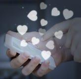 Smartphone émouvant de main concept de dépendance ou d'amour Photo libre de droits