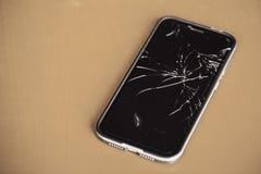 Smartphone γυαλιού ρωγμών οθόνη που σπάζουν εύθραυστη στοκ εικόνα