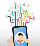 Smartphone εκμετάλλευσης χεριών ενάντια στα ζωηρόχρωμα app εικονίδια με τις γραμμές Στοκ φωτογραφίες με δικαίωμα ελεύθερης χρήσης