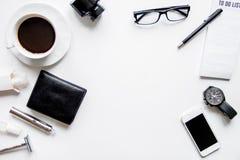 Smartphone, ηλεκτρονικό τσιγάρο και τοπ άποψη εξαρτημάτων ατόμων ` s Στοκ Εικόνα