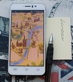 Smartphone με έναν χάρτη του Λονδίνου Στοκ Εικόνες