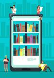 Smartphone με τον αναγνώστη app και τους ανθρώπους που διαβάζουν τα βιβλία Σε απευθείας σύνδεση κατάστημα βιβλίων, βιβλιοθήκη και Στοκ φωτογραφία με δικαίωμα ελεύθερης χρήσης