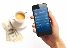 Smartphone με το δολάριο Bill και καφές στην ανασκόπηση Στοκ εικόνες με δικαίωμα ελεύθερης χρήσης