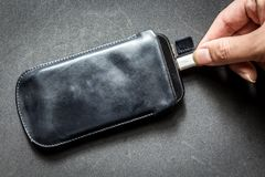 Smartphone με το φορτιστή Στοκ φωτογραφίες με δικαίωμα ελεύθερης χρήσης