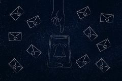 Smartphone με το χτύπημα εικονιδίων κουδουνιών ανακοίνωσης και χέρι περίπου διανυσματική απεικόνιση