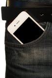 Smartphone στην τσέπη των τζιν Στοκ εικόνα με δικαίωμα ελεύθερης χρήσης