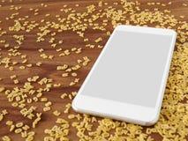 Smartphone στο ξύλο, νουντλς αλφάβητου, app, μαγείρεμα app Στοκ Εικόνες