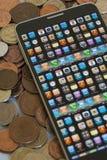 Smartphone στο σωρό μετρητών Στοκ εικόνα με δικαίωμα ελεύθερης χρήσης