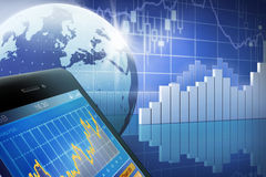 Smartphone στο χρηματιστήριο Στοκ φωτογραφία με δικαίωμα ελεύθερης χρήσης