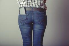 Smartphone в карманн джинсов Стоковая Фотография RF