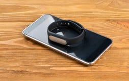 Smartphone и браслет фитнеса Стоковое Изображение