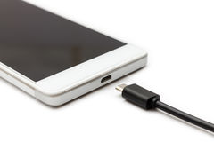 Smartphone и отключенный кабель данных стоковые изображения
