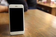 Smartphone модель-макета на деревянном столе Стоковые Фотографии RF