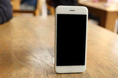 Smartphone модель-макета на деревянном столе Стоковые Изображения