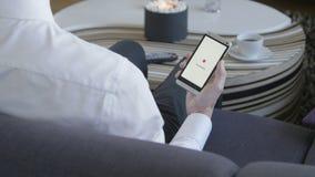 Smartphone подключая к WiFi акции видеоматериалы