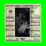 Smartphone при сломленный дисплей лежа на изолированных банкнотах денег Стоковое Изображение RF