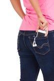 Smartphone с наушниками в карманн джинсов девушки Стоковые Фотографии RF