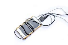 Smartphone с черно-белой штепсельной вилкой jack на предпосылке Стоковые Фотографии RF
