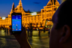 Современная увеличенная игра реальности на smartphone Стоковые Изображения