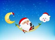 Smartphone allegro della tenuta del fumetto del Babbo Natale su neve royalty illustrazione gratis