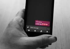 Smartphone amoureux Image libre de droits