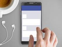 Smartphone avec le thème social de réseau sur l'écran image libre de droits