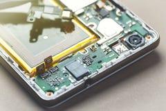 Smartphone-blootgesteld demontagemotherboard royalty-vrije stock afbeeldingen