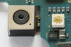 Smartphone-camera en zijn elektronische kringen stock foto